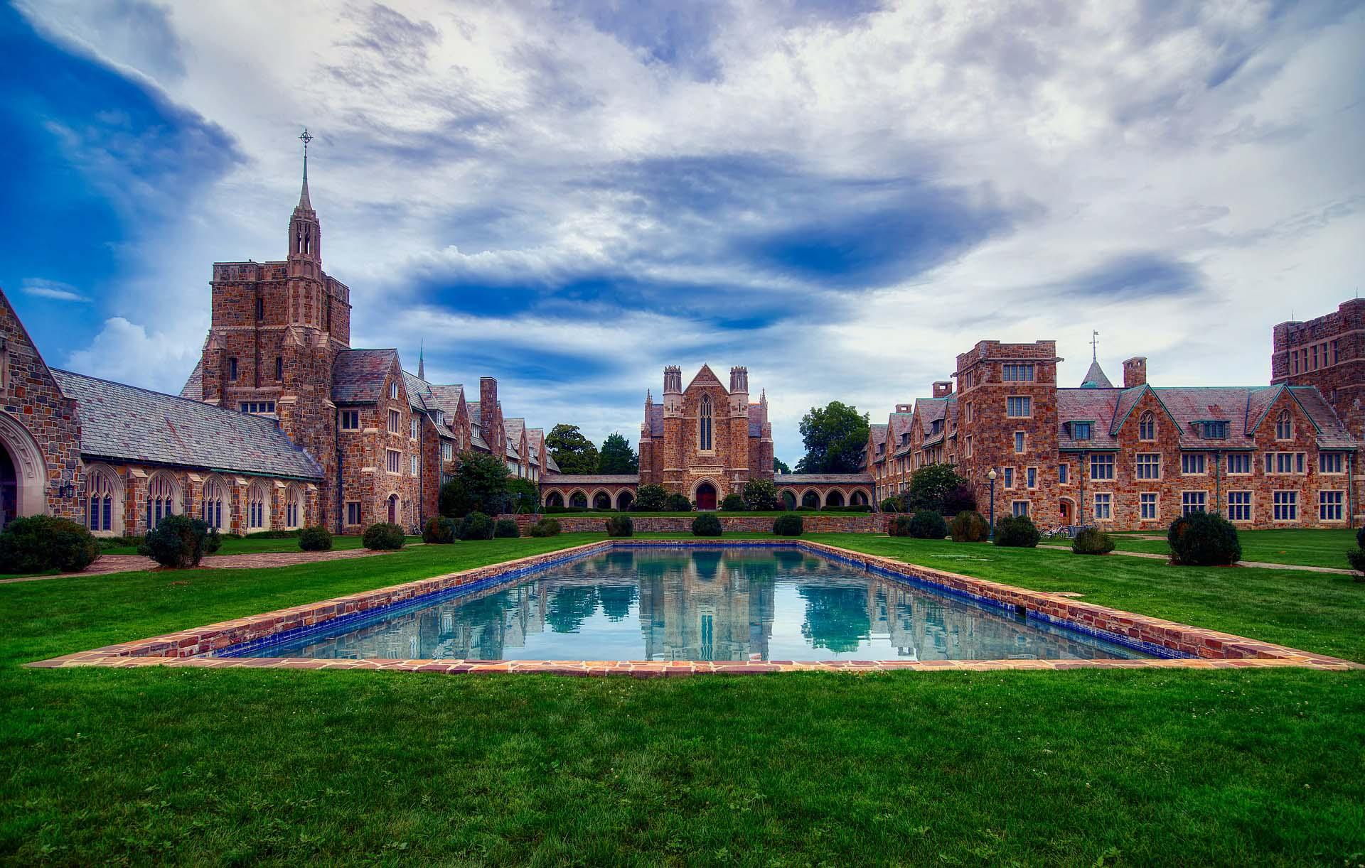 Dlaczego warto wybrać prywatną uczelnię?